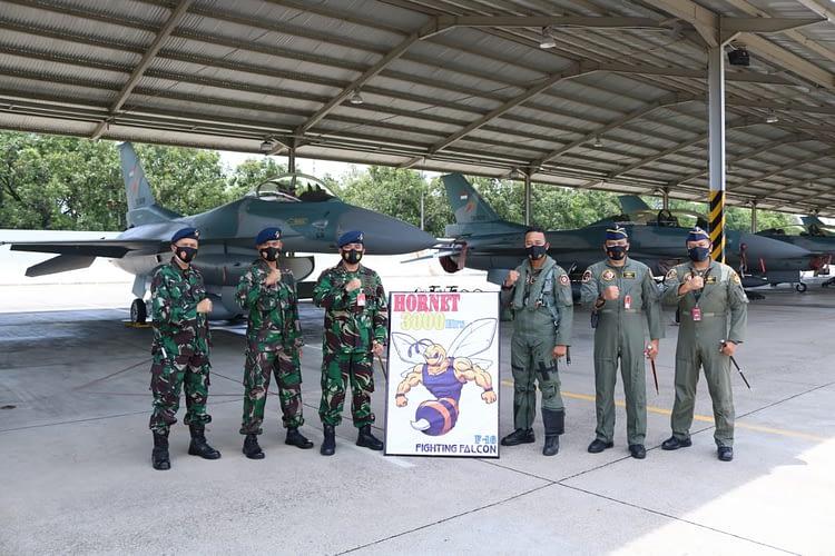 "Mayor Pnb Pandu ""Hornet"" Eka Prayoga Raih 3000 Jam Terbang Pesawat Tempur F-16"