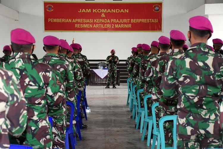 Komandan Resimen Artileri 2 Marinir Pimpin Jam Komandan