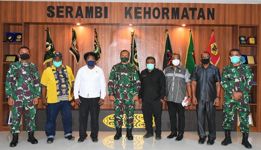 Pangdam XVIII/Kasuari Terima Kunjungan Ketua MRPB di Makodam