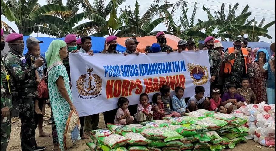 Jum'at Berkah, Marinir Bersama CT Arsa Mendistribusikan Sembako Bantuan dari Dompet Amal Transmedia
