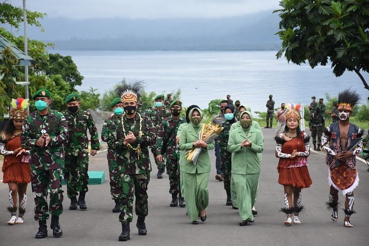 Pangdam XVIII/Ksr Pimpin Acara Tradisi Satuan dan Serah terima Jabatan Kasdam