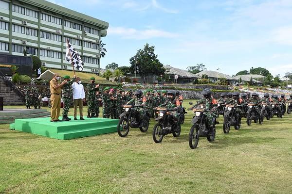 """Pangdam XVIII/Kasuari serahkan Bantuan Kendaraan Dinas dari Kasad : """"Terima Kasih Bapak Kasad dan Komisi I DPR RI""""."""