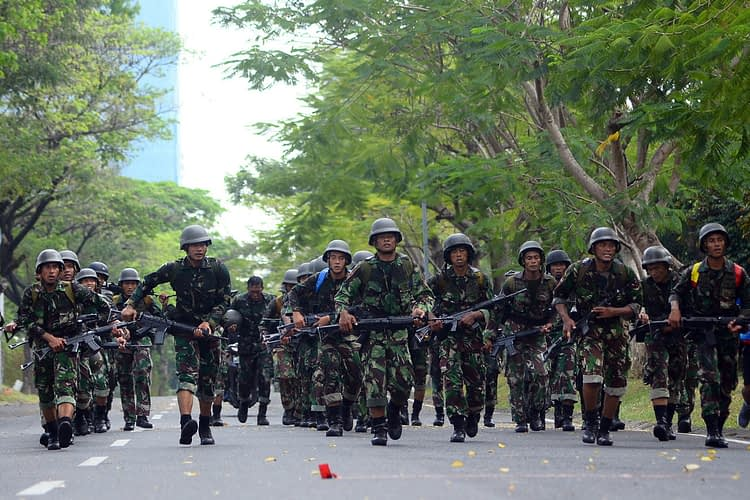 Tim Binsat Yonhow 2 Mar Laksanakan Latihan Speed March