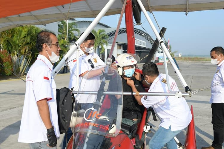 Bang Dzoel, Fotografer Difabel Nikmati Joy Flight dengan Pesawat Trike FASI